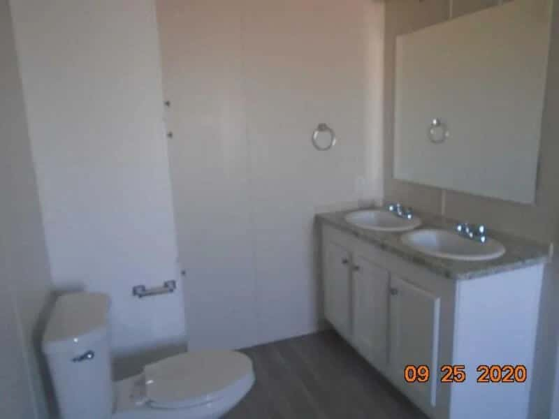 2200-N-Delaware-#26-bathroom